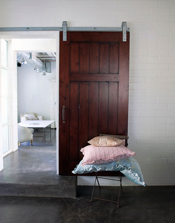 Interior Barn Door Designs on Blending Beautiful     Check Out These Interior Barn Doors
