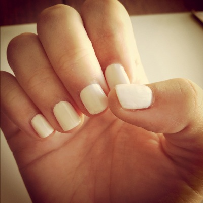 blending beautiful} » How-To: Scotch Tape Nails